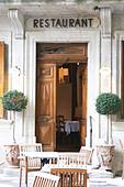 restaurant l'oustalet gigondas rhone france - Stock Image - C0TDNX