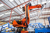 Robotic machinery lifting steel fencing on production line in manufacturing plant - Stock Image - D88R33