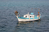 Cypriot fishing boat coming into Ayia Napa harbour after a days fishing, - Stock Image - E1JFRA