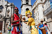 Street Entertainers, Plaza de la Catedral, Old Havana, Cuba - Stock Image - CTX8EP