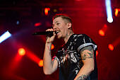 Derry, Londonderry, Northern Ireland - 19 September 2014. MTV Crashes. Rapper and singer-songwriter PROFESSOR GREEN (aka Stephen Paul Manderson) performing at MTV Crashes in Ebrington Square. ©George Sweeney/Alamy Live News - Stock Image - E7K7XF