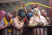 India, Uttar Pradesh, temple dedicated to the God Krishna, Holi Festival, color and Spring festival - Stock Image - BACC4T
