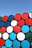 Oil barrels stacked up for cargo - Stock Image - C21DDP