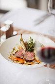 Gourmet entree in restaurant - Stock Image - B583X8