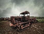 rusting tractors - Stock Image - D8B5NN