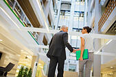 Business people shaking hands in office building - Stock Image - E8X1CD