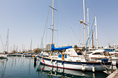 Larnaca Marina with seafront hotels in the background. - Stock Image - E128A7