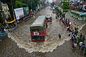 Dhaka, Bangladesh. 1st September, 2015. Vehicles try driving through the flooded Dhaka streets in Bangladesh. On September 1, 2015  Heavy monsoon downpour caused extreme flooding in most areas of Dhaka city, Bangladesh. Roads were submerged making travel slow and harmful. © Mamunur Rashid/Alamy Live News - Stock Image - F1D308