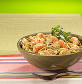 close up of shrimp and pasta entree - Stock Image - B2BG90