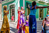 Street Entertainers Dancing On Stilts, Old Havana, Havana, Cuba - Stock Image - DN3Y7R