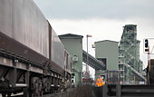 Port Worker Next To Train - Stock Image - BER58F