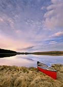 Canoe on Boggy Lake, Alberta, Canada. - Stock Image - CFABYF