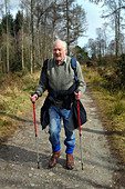 Active elderly people go hill walking in the Trossachs National Park, Scotland - Stock Image - BKWAYW