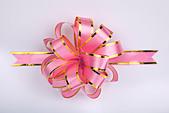 pink christmas gift ribbon and bow - Stock Image - B5FBGT