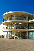 Exterior of the De La Warr Pavilion in Bexhill on Sea East Sussex UK designed by Erich Mendelsohn and Serge Chermayeff in 1935 - Stock Image - AJM3NK