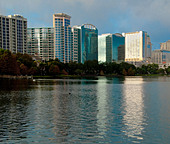 High-rise apartments and condos on Lake Eola in Orlando, Florida, USA - Stock Image - BM861K