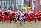Weymouth Beach in Dorset, UK. 18th Dec, 2016. Chase the Pudding Santa Run on Weymouth Beach in Dorset, UK Credit: Dorset Media Service/Alamy Live News - Stock Image - HE61AA