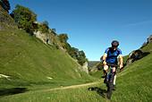 Doug Blane mountain biking Cavedale Castleton in the Peak District National Park Derbyshire UK England GB Great Britain - Stock Image - B55T7X