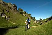 Doug Blane mountain biking Cavedale Castleton in the Peak District National Park Derbyshire UK England GB Great Britain - Stock Image - B55PM0