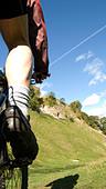 Mountain biking through Cavedale Castleton Peak District National Park Derbyshire England UK GB - Stock Image - B4FPC0