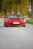 Couple in an electric sports car, fun - Stock Image - BWEE4C