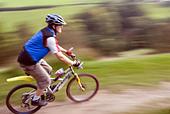 Mountain biking Hayfield Peak District National Park Derbyshire England UK GB - Stock Image - B4F8C4