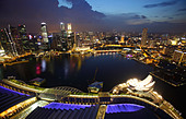 View of the the bay from the Marina Bay Sand Hotel, Singapore - Stock Image - C66BAR