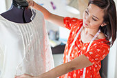 Female seamstress working in home studio - Stock Image - D7JGH8