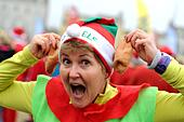 Weymouth Beach in Dorset, UK. 18th Dec, 2016. Chase the Pudding Santa Run on Weymouth Beach in Dorset, UK Credit: Dorset Media Service/Alamy Live News - Stock Image - HE61A6