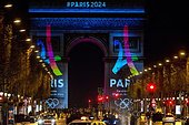 Paris, France. February 9th, 2016. FRANCE, Paris: The logo for Paris as a candidate for the 2024 Olympics Games is projected onto the Arc de Triomphe in Paris on February 9, 2016. ©MICHEL STOUPAK/NEWZULU/Alamy Live News - Stock Image - FF0JJ6