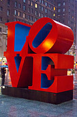 Love sculpture by Robert Indiana in NYC - Stock Image - DD047E