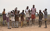 Hamer men jumping at a bull jumping ceremony near Turmi in the Omo Valley, Ethiopia - Stock Image - DY7EMF