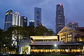 Skyline of Singapore, Singapur,  South East Asia twilight - Stock Image - BBENJR