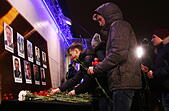 Moscow, Russia. 25th Dec, 2016. Moscow residents lay flowers at the Ostankino Technical Center as they pay tribute to Channel One, NTV and Zvezda TV channels journalists killed in a Russian Defense Ministry plane crash. A Tupolev Tu-154 plane of the Russian Defense Ministry with 92 people on board crashed into the Black Sea near the city of Sochi on December 25, 2016. The plane was carrying members of the Alexandrov Ensemble, Russian servicemen and journalists to Russia's Hmeymim air base in Syria. Fragments of the plane were found about 1.5km from Sochi coastline. Artyom Geodakyan/TASS - Stock Image - HF081B