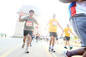 Sep. 30, 2012 - New Delhi, India - Delhi residents participate in the New Delhi Half Marathon as they run by the famous New Delhi landmark, the India Gate.(Credit Image: © Subhash Sharma/ZUMAPRESS.com) - Stock Image - CM48MB