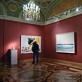 St. Petersburg, Russia, 10th June, 2015. Presentation of the exhibition of Antonio Meneghetti in the Marble Palace. The exposition includes more than 40 paintings created between 1995 and 2011 as well as unique artworks from Murano glass © Lilyana Vynogradova/Alamy Live News - Stock Image - ET1C83