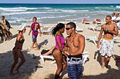 Teenager dancing at Playa del Este, Santa Maria Del Mar, near Havanna Cuba - Stock Image - C0F6DD