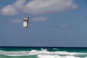 Kite surfer at Playa del Este, Santa Maria Del Mar, near Havanna Cuba - Stock Image - C0F6CE