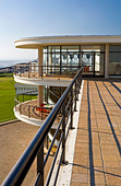 Exterior of the De La Warr Pavilion in Bexhill on Sea East Sussex UK designed by Erich Mendelsohn and Serge Chermayeff in 1935 - Stock Image - AJM3MP