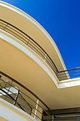 Exterior of the De La Warr Pavilion in Bexhill on Sea East Sussex UK designed by Erich Mendelsohn and Serge Chermayeff in 1935 - Stock Image - AJM3MY