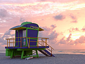 Art Deco style lifeguard station  on South Beach Miami at sunrise - Stock Image - BC52Y6
