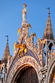 Detailed architecture of the Basilica San Marco in Venice, Veneto Italy - Stock Image - BFHMHY