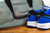 Sport bag on the wooden floor - Stock Image - HDXTPT
