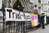 London, United Kingdom. 29 November 2017. Lauri Love arrives at the Royal Courts of Justice in central London for the start of an appeal hearing against extradition to the US where he faces hackng charges. Credit: Peter Manning/Alamy Live News - Stock Image - KJPR2M