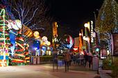 Disney Village illuminated at Christmas - Stock Image - HED4G7