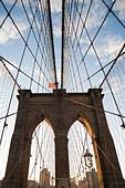 Brooklyn Bridge under blue sky - Stock Image - D6GW05