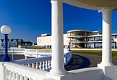 Exterior of the De La Warr Pavilion in Bexhill on Sea East Sussex UK designed by Erich Mendelsohn and Serge Chermayeff in 1935 - Stock Image - AJM3NN