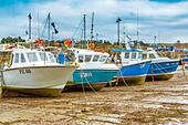 Boats in the picturesque harbour of Newquay in Cornwall, UK - Stock Image - HEYKJ8