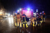 Luebeck, Germany. 04th Jan, 2017. Members of the local fire brigade distribute sandbags in Luebeck, Germany, 04 January 2017. The Federal Maritime and Hydrographic Agency (BSH) forecast storm tides along the German Baltic coast with water levels rising to 1.5 meters above average. Photo: Bodo Marks/dpa/Alamy Live News - Stock Image - HG6EHC