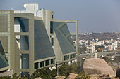 INDIA, Andhra Pradesh, Hyderabad: HITEC CITY, Major center of Indian Software Call Centre Industry. Cyber Gateway Building - Stock Image - ANXTH5